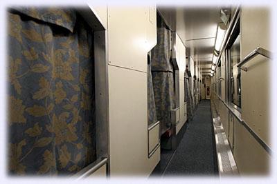 B寝台の廊下