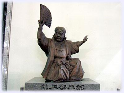 川上音二郎の像