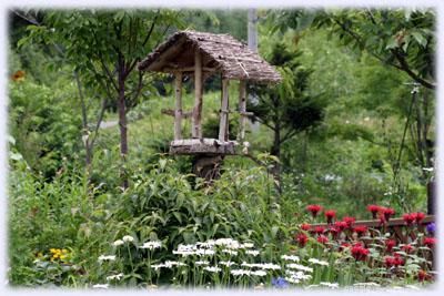 蓬の庭、バードテーブル