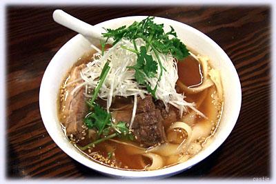 醤油味の刀削麺