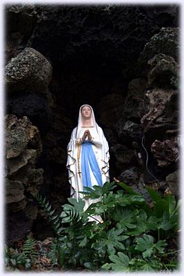 洞窟マリア像
