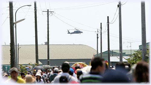 航空祭へ向かう人波
