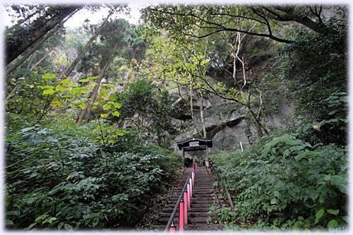 熊襲の穴への階段